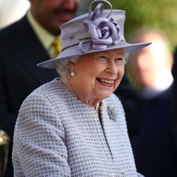 Роза расцвела: 93-летняя Елизавета ІІ сияет в новом образе