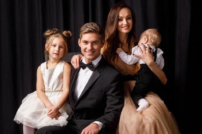 Володимир Остапчук із дружиною і дітьми
