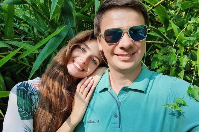 Дмитро Комаров з дружиною Олександрою Кучеренко
