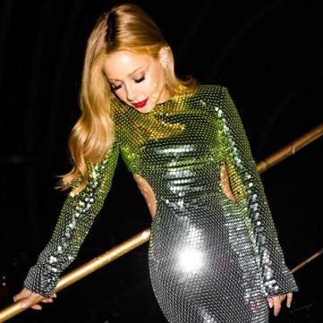 Тина Кароль повторила соблазнительный образ «ангела» Victoria's Secret