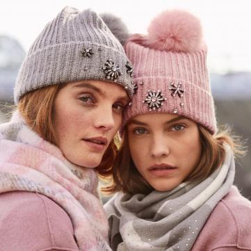 5 модних шарфів, які зігріють тебе цієї зими