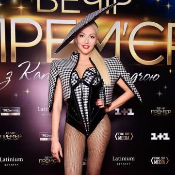Полякова в новом клипе заставила участника «Танців з зірками» зажигать на каблуках