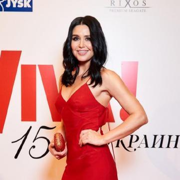 Втілення пристрасті: Людмила Барбір захопила червоною сукнею