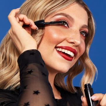 Самый модный макияж для новогодней ночи: 5 крайне нужных средств