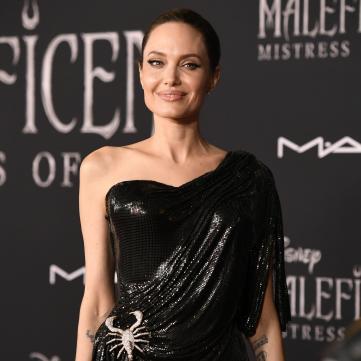 Анджеліна Джолі зустрічається із жінкою?