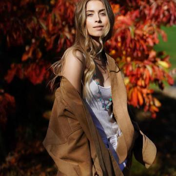 Внучка Софии Ротару примерила самый модный пуховик сезона (фото)