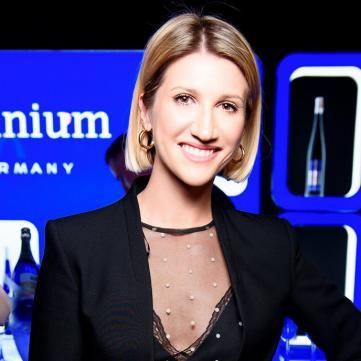 Анита Луценко шокировала новым цветом волос