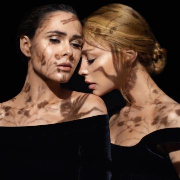 Поп-діва і рок-діва зійшлися: Тіна Кароль і  Юлія Саніна випустили пісню до українського фільму