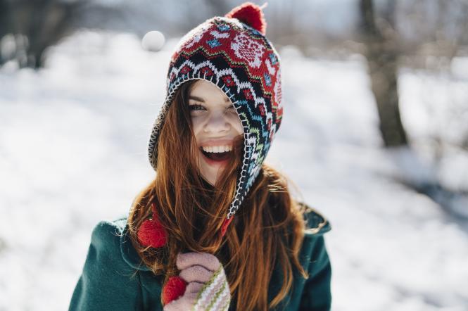 Дівчина, сніг