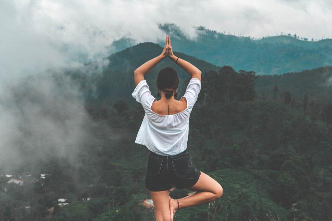девушка, йога, горы