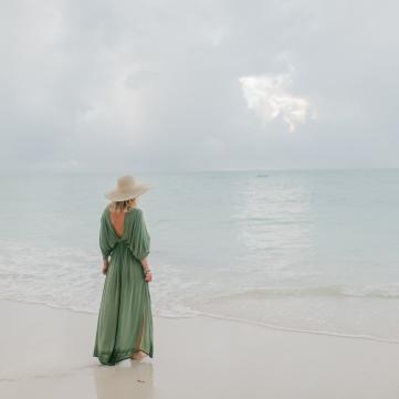 пляж дівчина