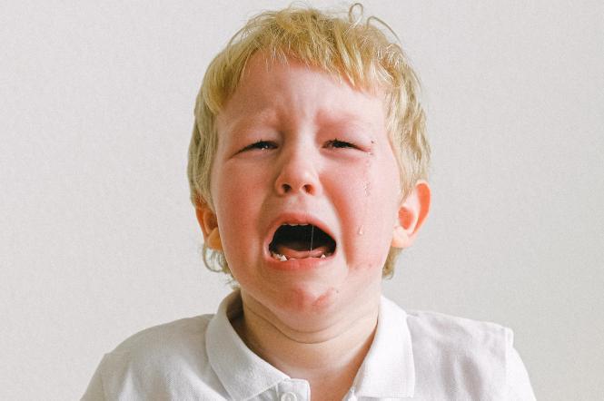 як заспокоїти дитину при істериках