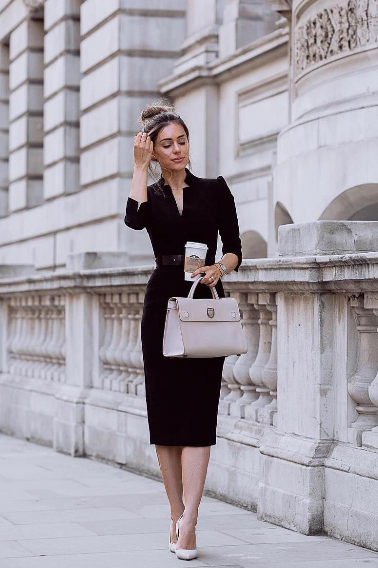 Маленька чорна сукня і туфлі-човники