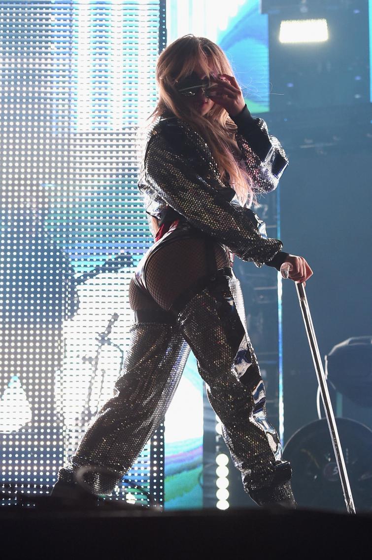 Дженнифер Лопес обнажила ягодицы на концерте