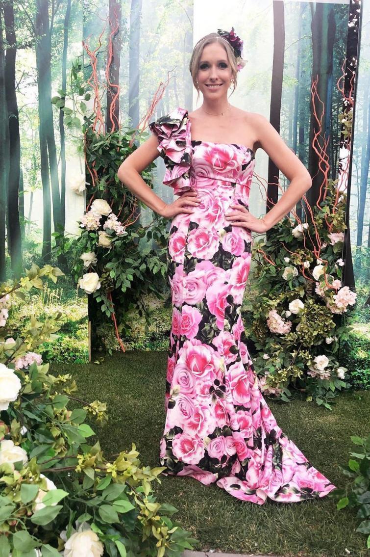 Катя Осадча на квітковому балу