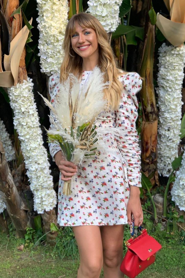 Леся Нікітюк у квітковій сукні