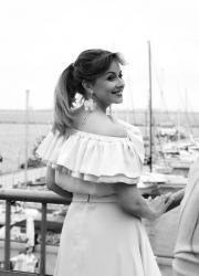 Олена Кравець у романтичній сукні в Одесі.