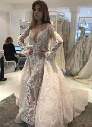 Ассоль у весільній сукні