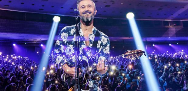 Телеканал «1 + 1» покажет концерт Сергея Бабкина, во время которого он исполнил хиты из своего альбома «Музасфера»