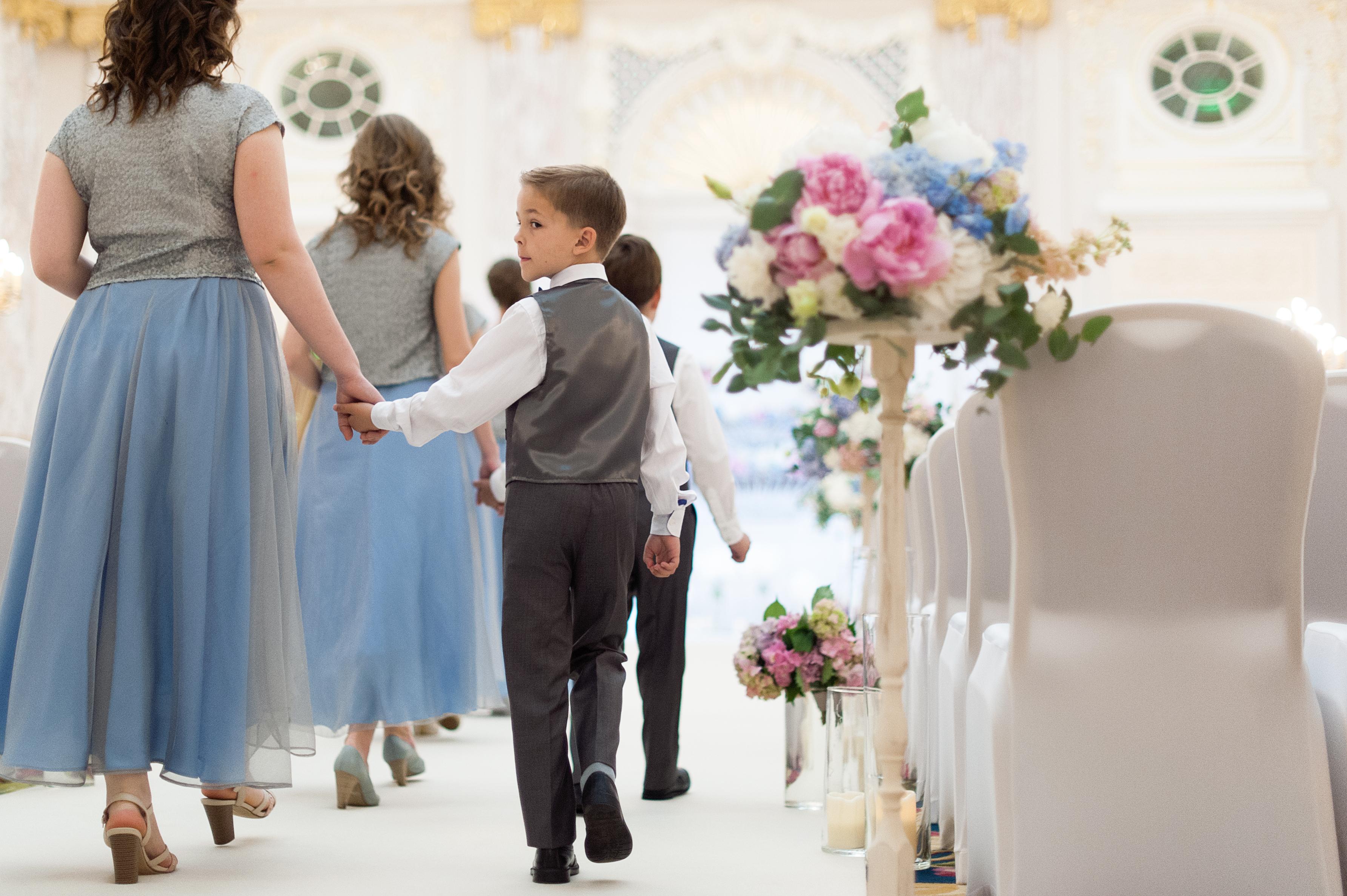 Адже молодята бажали поєднати у своєму святі зрозумілі обом націям традиції  та ритуали. Особливо популярними є весілля в американському стилі. 791419dd08241